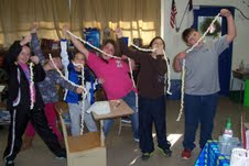 5th graders making popcorn strings